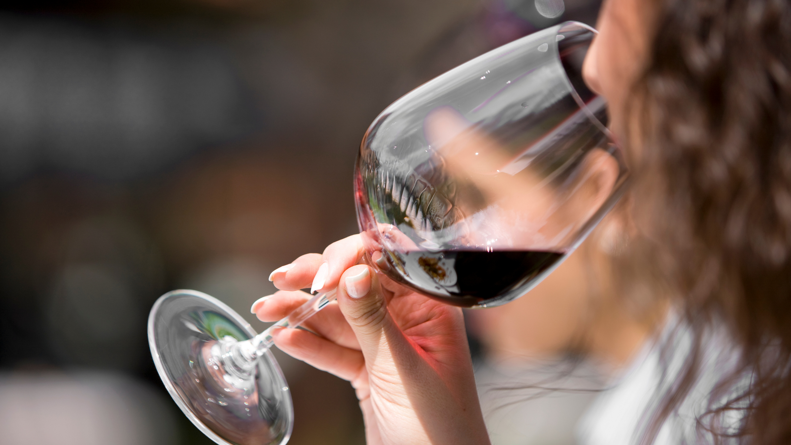 You are currently viewing Top tips you need to know to taste wine like an expert from the award-winning winery Waitiri Creek Wines.